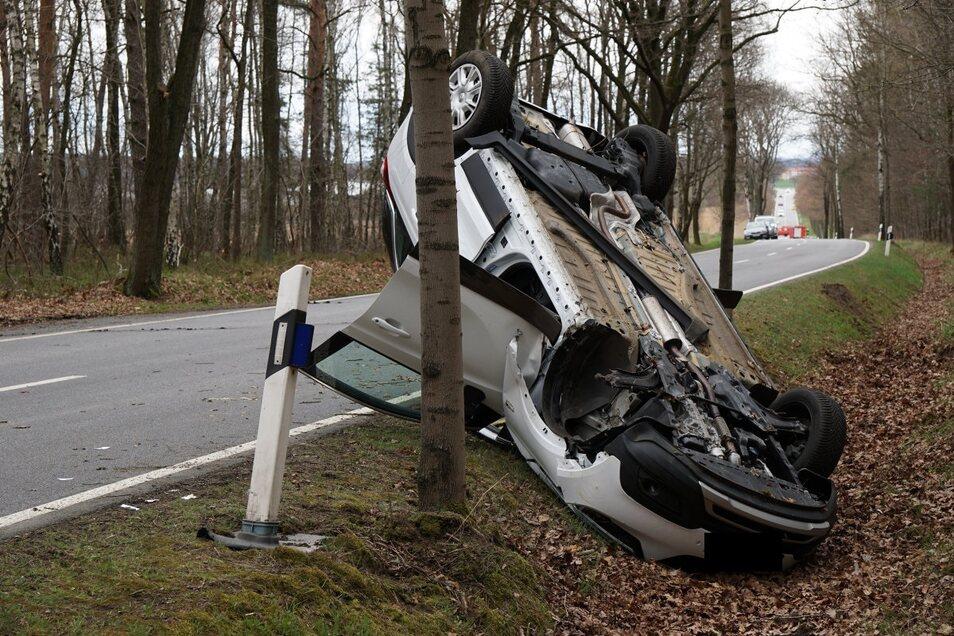 Am Sonnabendmittag kam es auf der S100 zwischen Bautzen und Kamenz zu einem schweren Unfall.