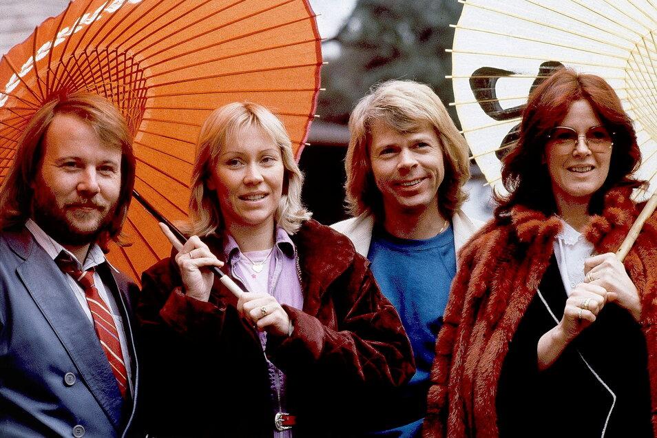 """Abba - mit Benny Andersson (l-r), Agnetha Fältskog, Björn Ulvaeus und Anni-Frid Lyngstad - haben fast 40 Jahre nach der Trennung ein neues Album angekündigt. Es wird den Titel """"Voyage"""" tragen."""