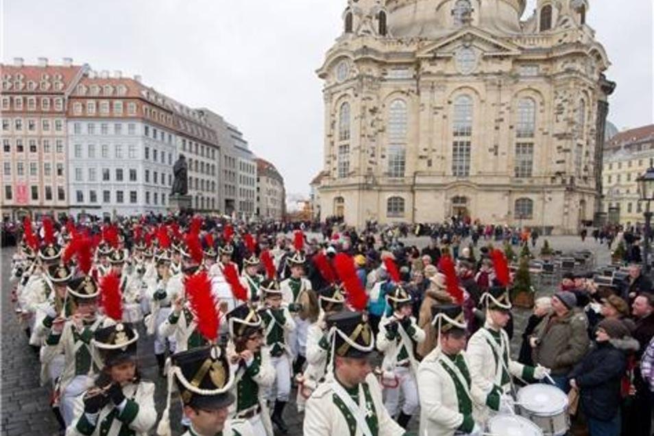 Ein Fanfarenzug begleitete die Stollenprozession durch die Altstadt.