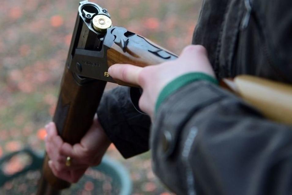 Der Umgang mit Schusswaffen ist jetzt einem Fischwirt aus Oßling verboten worden.