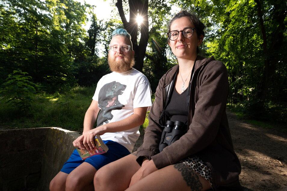 Das Vogel-Duo: Dirk aus Löbau und Nicole Grüsing in der Dresdner Stadtnatur. In der Corona-Zeit haben sie ihre Liebe zu den gefiederten Gesellen entdeckt.