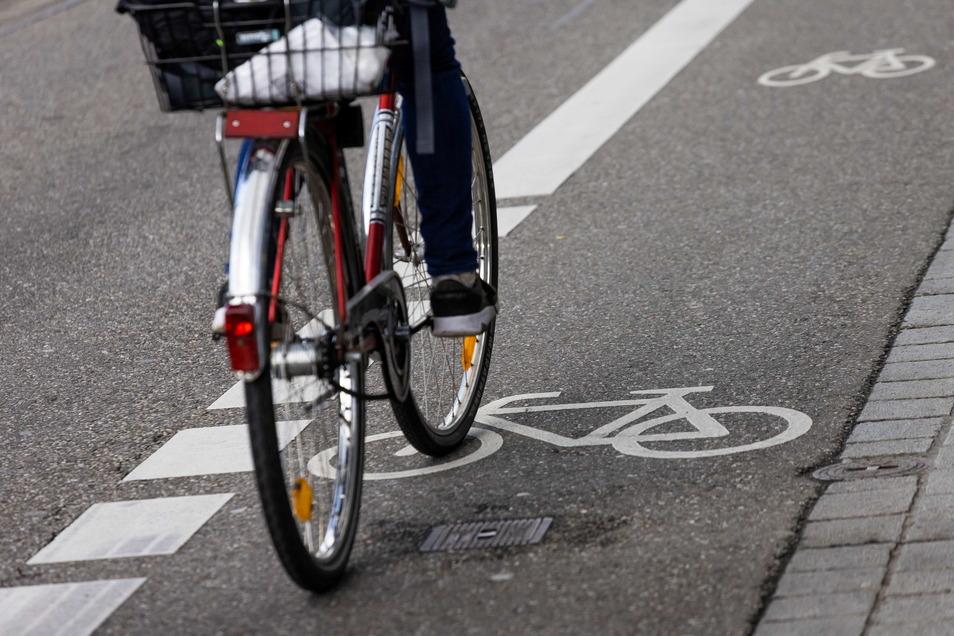 Auf der Wilsdruffer Straße in Dresden rollen Radfahrer mit der Grünen Welle jetzt schneller.