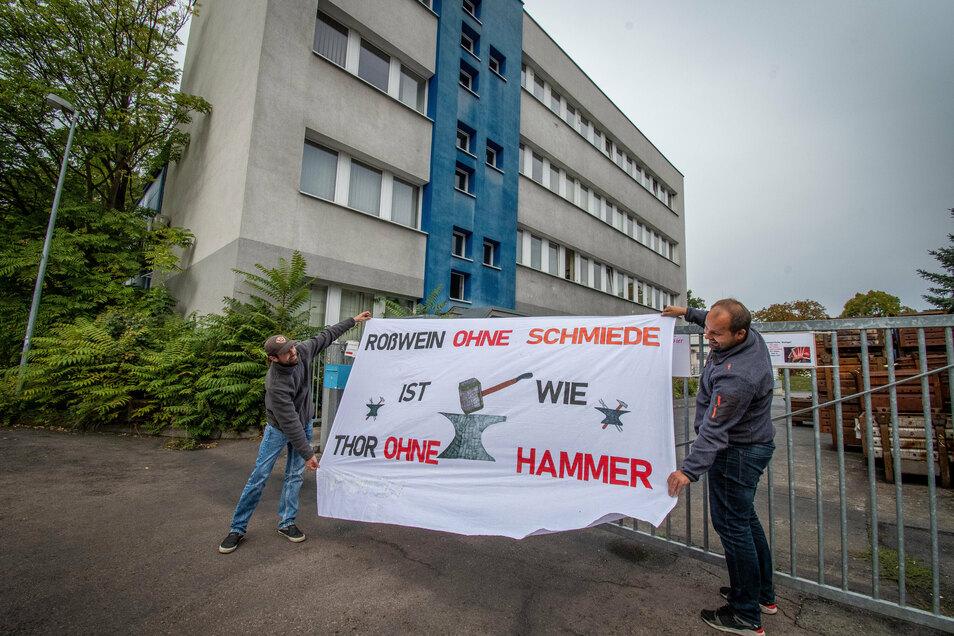 Die Mitarbeiter des Roßweiner Schmiedewerkes kämpfen weiter um den Erhalt ihres Betriebes. Am Sonnabend rufen sie zur Teilnahme an einer Menschenkette auf.