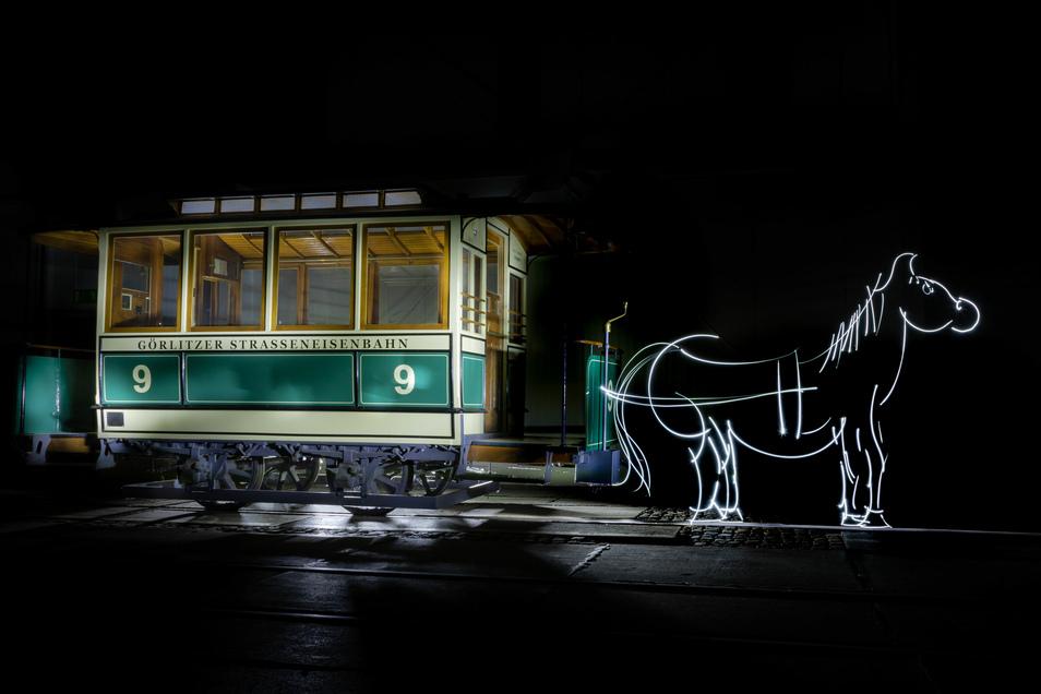 """Das Pferd wurde nicht im Nachhinein hinzugefügt. Es ist mit einer Taschenlampe """"gemalt""""."""