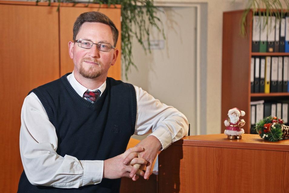 Hirschsteins Bürgermeister Conrad Seifert (CDU) muss derzeit von zuhause arbeiten.