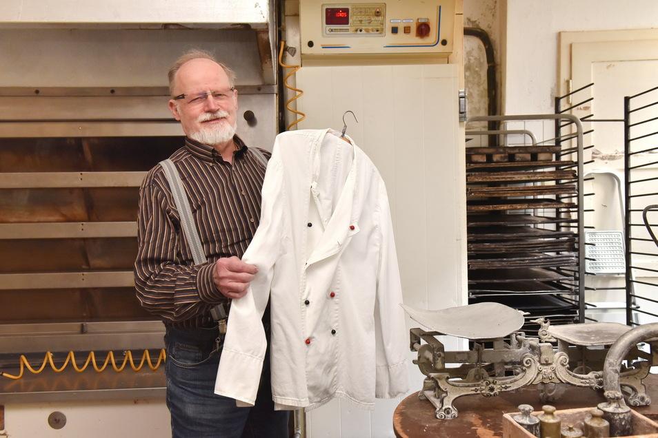 """Glashüttes Bäckermeister Joachim Lehmann hängt die Bäckerjacke an den Haken. Leicht fällt es ihm nicht: """"Ich bin mit ganzem Herzen Bäcker."""""""