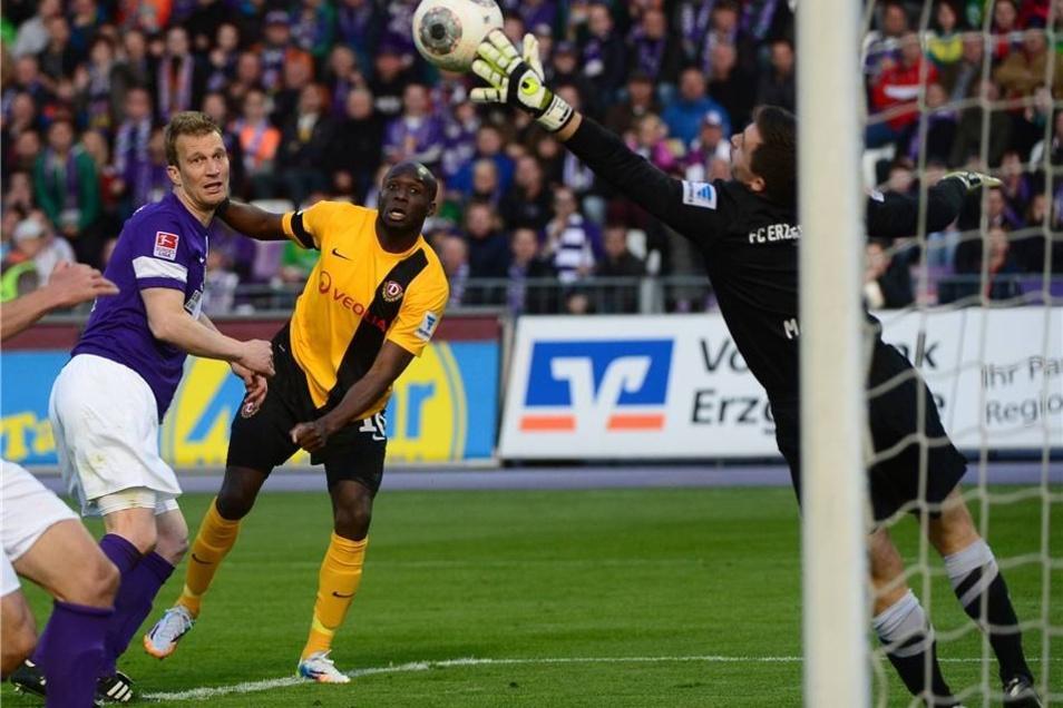Dynamo hatte seine Chancen, scheiterte aber an Aues Torhüter Martin Männel.