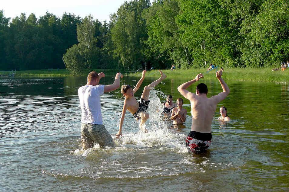 Bald soll der Schlegler Teich wieder bereit für Badespaß sein.