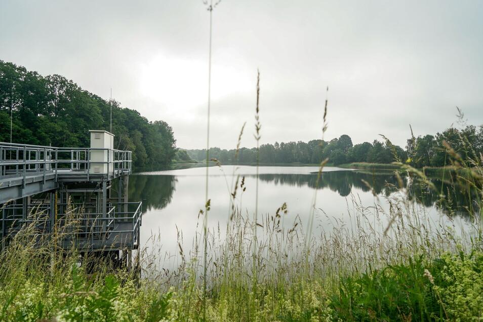 Das Hochwasserrückhaltebecken in Göda bekommt eine neue Entlastungsanlage. Die Arbeiten sollen bis Oktober 2022 dauern.