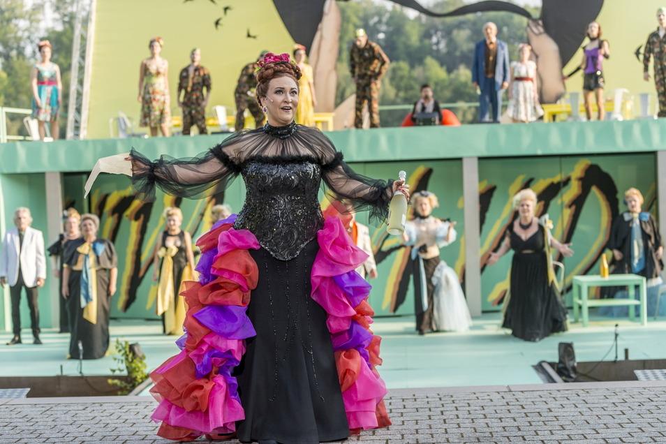 """Schon 19-mal stand Sylva Varescu als """"Die Csárdásfürstin"""" auf der Seebühne in Kriebstein. Für die Aufführungen diese Woche gibt es noch wenige Karten."""
