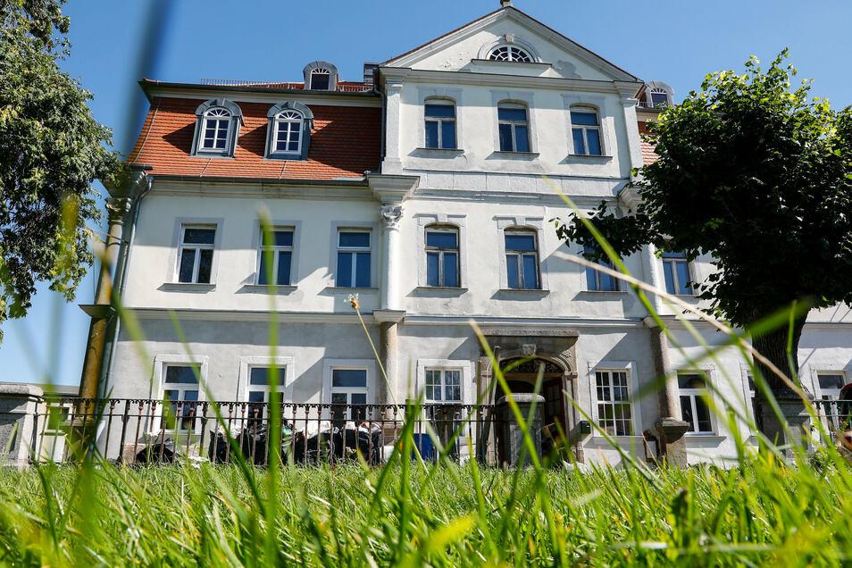 Die Rückseite des Leutersdorfer Schlosses.