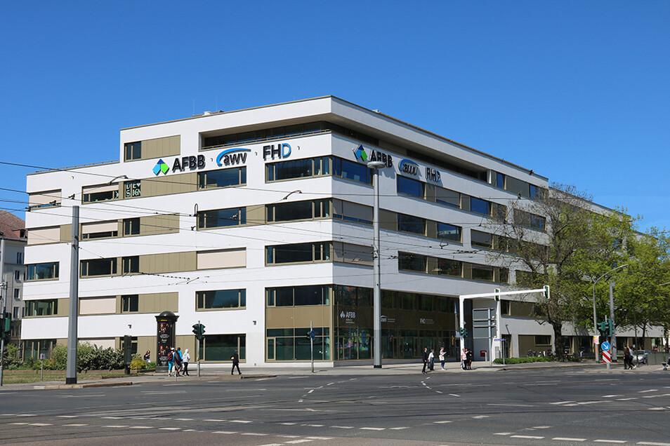 Verlaufen oder zu viele Möglichkeiten? Der Campus Straßburger Platz bietet attraktive Wege in die berufliche Zukunft.