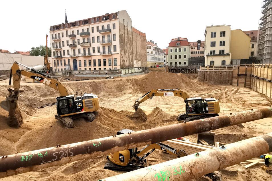 Weit fortgeschritten ist der Aushub der Baugrube für die Königshöfe an der Theresienstraße.