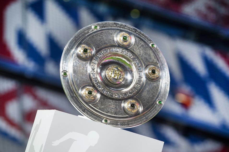 Das Objekt der Begierde: Neunmal in Folge konnte der FC Bayern die Meisterschale nach München holen und will auch den zehnten Titel. Klubs wie Borussia Dortmund und RB Leipzig wollen das verhindern.