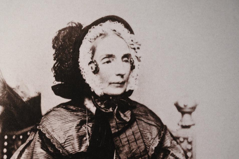 Die beinahe vollständig erblindete Prinzessin Amalie an ihrem Lebensende im Jahre 1870 auf einer Fotografie.