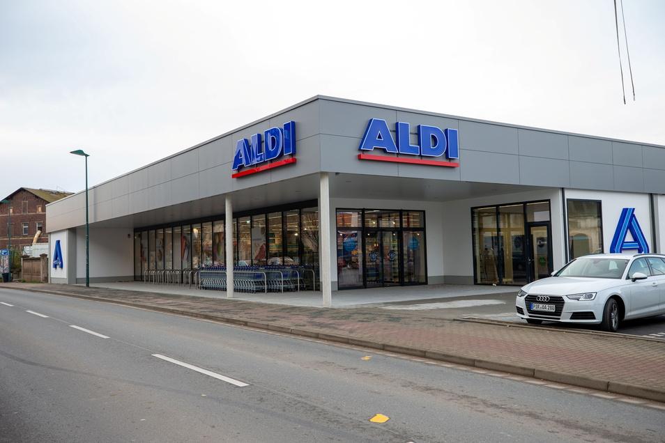 Aldi mit Post-Packstation: Der Markt auf der Siegfried-Rädel-Straße in Heidenau ist der vierte in Heidenau mit DHL-Packstation.