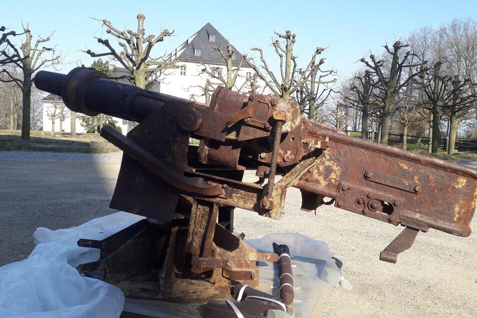 """Eine Panzerkanone, behelfsmäßig auf eine Lafette montiert. Sie sollte im Zweiten Weltkrieg die """"Festung Dresden"""" verteidigen helfen."""