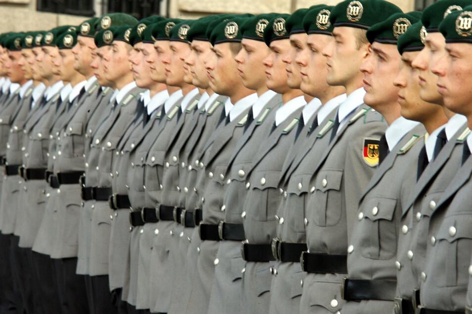 Wehrpflicht - Wehrbeauftragte Högl denkt über Rückkehr zur Wehrpflicht nach