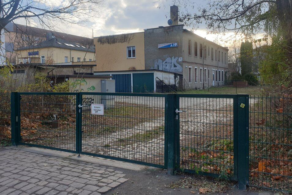 Dieses geschlossene Jugendhaus Augsburger Straße 28 ist der Grund für die Wahl des Demo-Ortes.