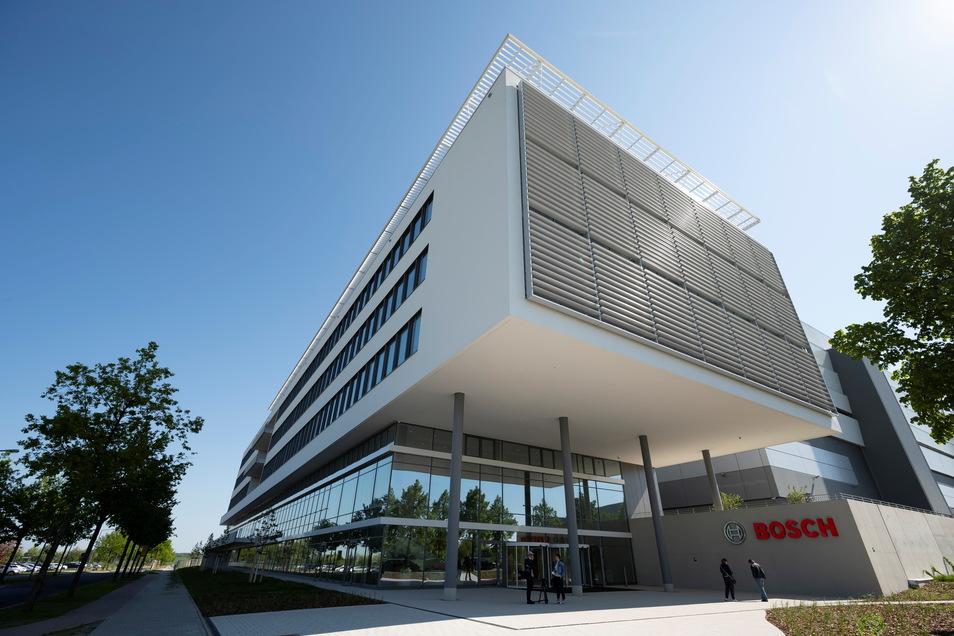 Die Chipfabrik der Robert Bosch GmbH in Dresden: Die Produktion startet ein halbes Jahr früher als geplant, auch weil die Partner vor Ort das möglich machten.