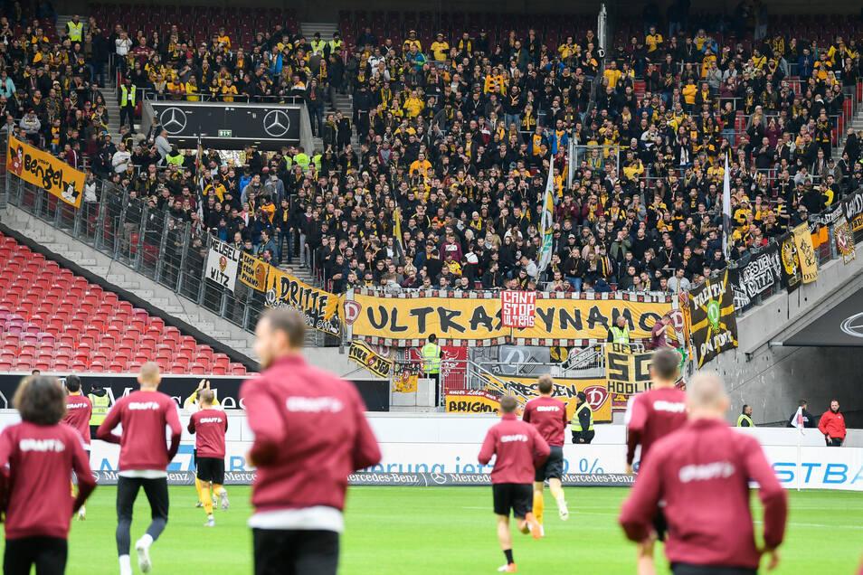 Rund 4.000 Dynamo-Fans sind mit nach Stuttgart gereist.