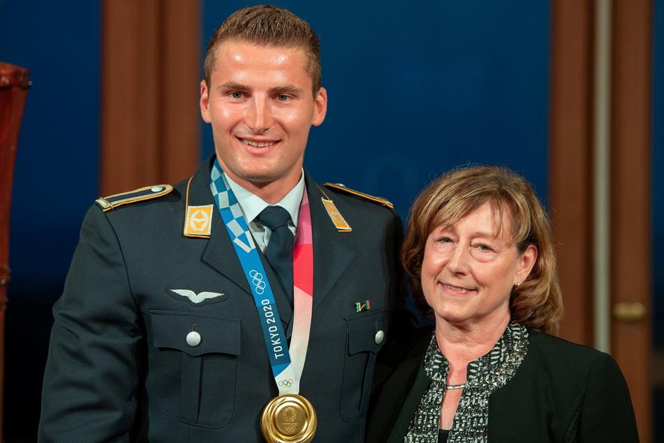 Doppel-Olympiasieger unter sich: Kanute Tom Liebscher und Ex-Eisschnellläuferin Christa Luding.