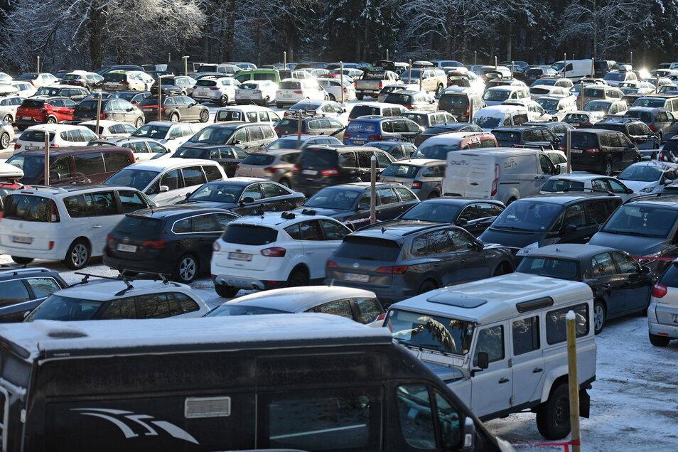 In Österreich sollen Parkplätze weniger Stellplätze bieten, um Skifahrer abzuschrecken.