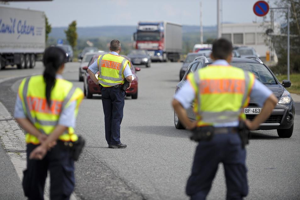 Kontrolle auf der A4 bei Ludwigsdorf, hier ein Symbolfoto: Den Beamten fiel schon 2017 die hohe Zahl reisender Ukrainerinnen auf.