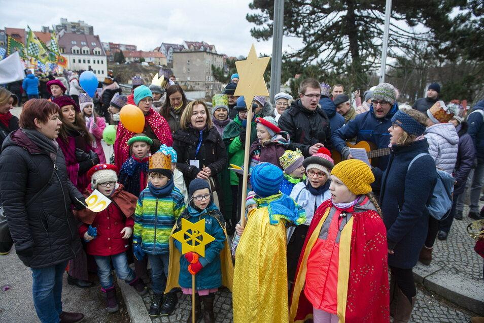 Eine Prozession zum Dreikönigstag, wie hier im Vorjahr an der Altstadtbrücke,  wird es in diesem Jahr nicht geben.