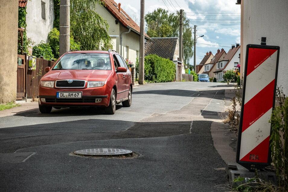 Im Januar geht es auf der Blücherstraße in Keuern los mit dem Tiefbau. Später sind auch die Seitenstraßen dran. Nach dem Verlegen von neuen Ver- und Entsorgungsleitungen werden Straßen und Gehwege gleich ausgebaut. Das spart Kosten.