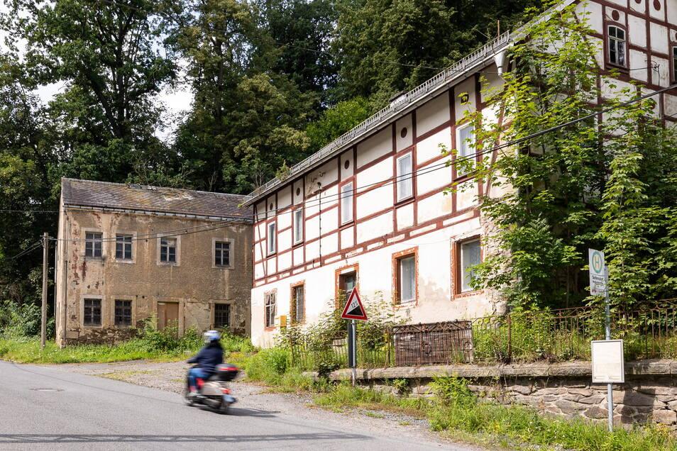 Auch hier prägt ein ungenutztes Haus den ersten Eindruck, wenn man von unten nach Seifersdorf kommt.
