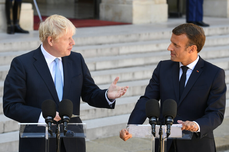 Nach seinem Antrittsbesuch in Berlin wirbt der britische Premierminister Johnson in Frankreich für seinen Brexit-Kurs.
