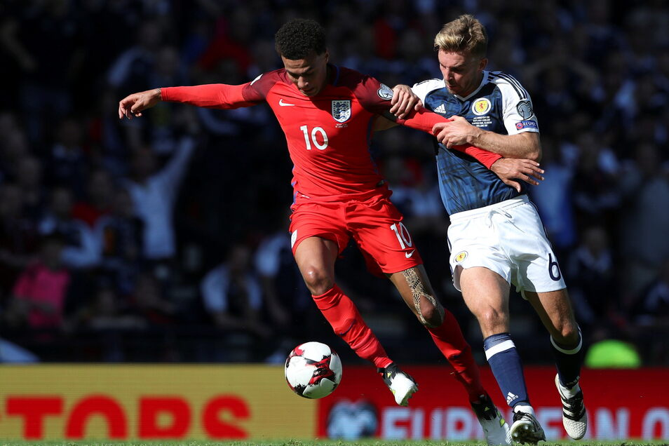 Beim letzten Aufeinandertreffen im Juni 2017 ging es um die Qualifikation für die WM 2018 – die Partie endete 2:2. Englands Dele Alli (l.) und der Schotte James Morrison sind am Freitag nicht mit dabei.