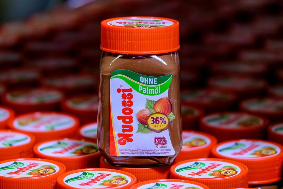 Heute gibt es Nudossi vorwiegend im Glas abgefüllt. Marktvorteile hat sich das Radebeuler Unternehmen vor allem verschafft, indem es ökologisch vorbildlich auf Palmölzusatz verzichtet.