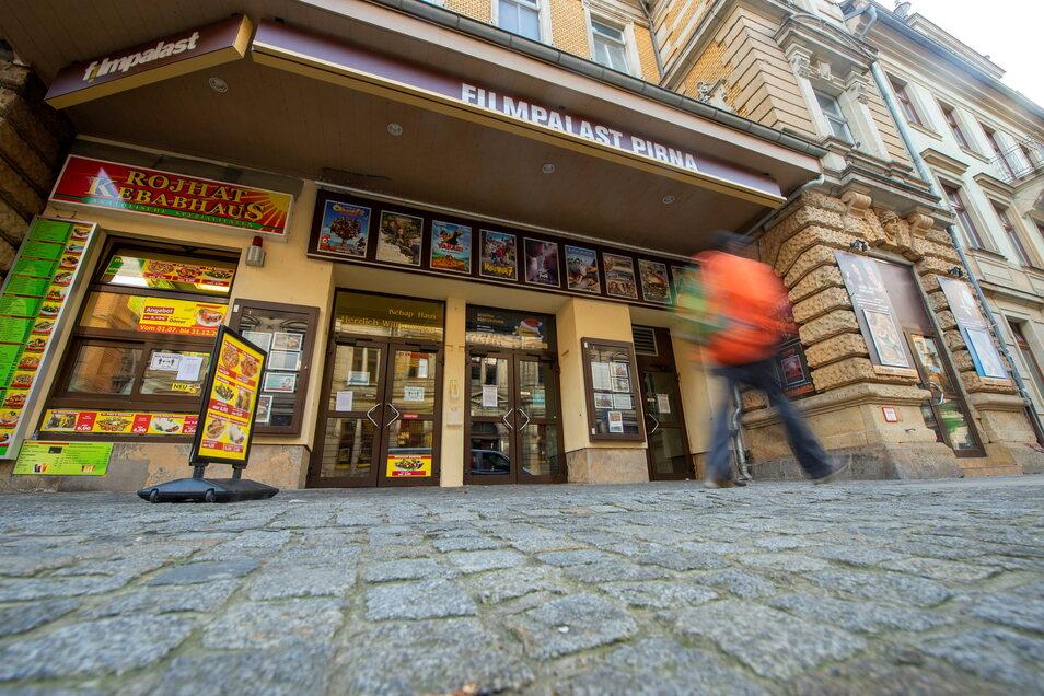 Das Kino in der Gartenstraße in Pirna will wieder Filme zeigen. Noch kann man sich dort auf Corona testen lasen.