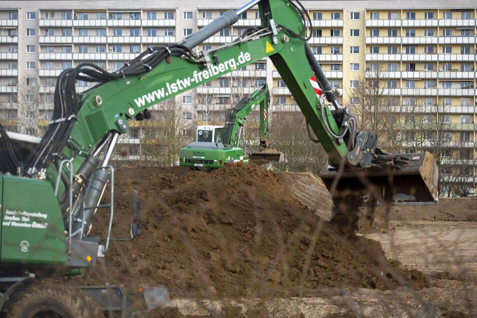 An der Reutlinger Straße auf dem Sonnenstein in Pirna werden Eigenheime und ein Seniorenpark errichtet.