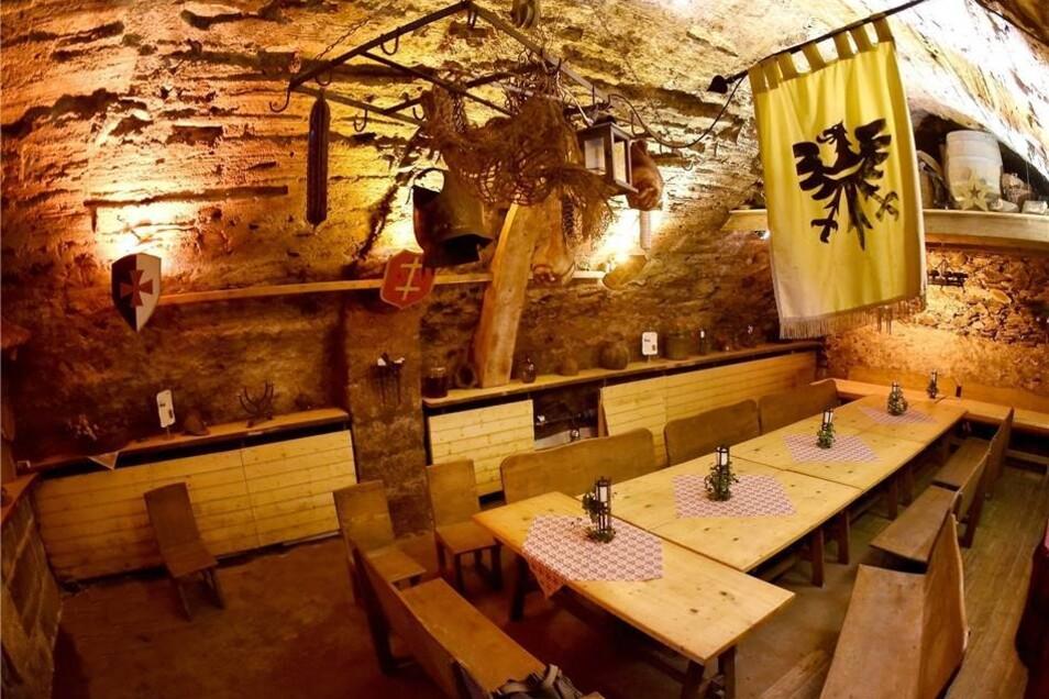 Der Ritterkeller im Dornspachhaus  ist älter als das Haus, das auf ihm lagert und ein beliebter Ort für Feierlichkeiten jeder Art. Die Beschaffenheit des Gewölbes gibt Historikern Rätsel auf, weil sich die Bauzeit nicht genau bestimmen lässt. Vermutlich sind die Keller zwischen 1250 und 1350 errichtet worden.