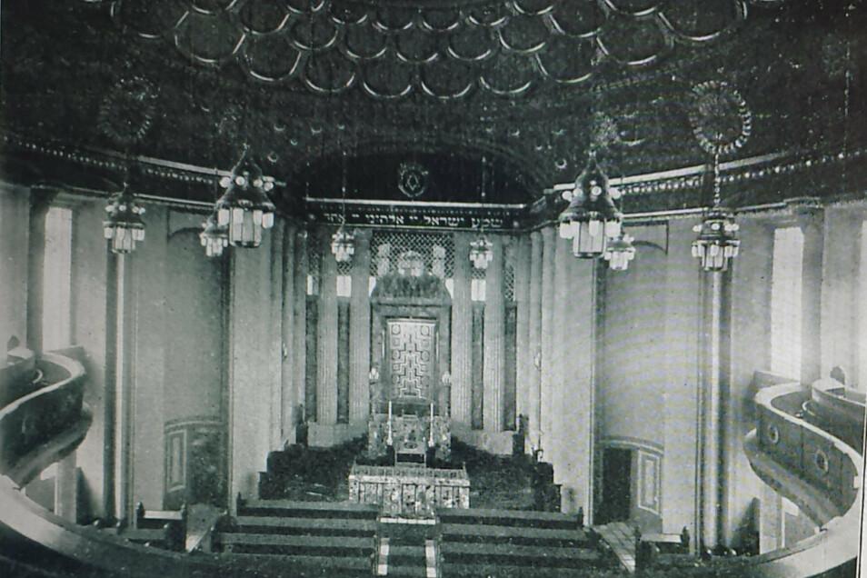 Eine der wenigen historischen Aufnahmen, auf der die Original-Leuchter gut erkennbar sind.