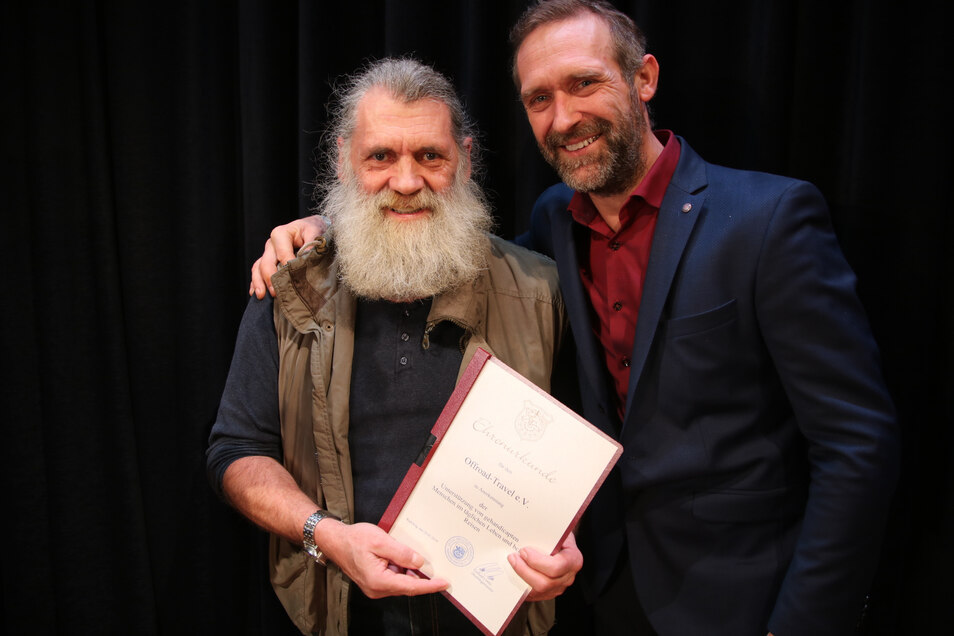 Ingo Engemann (l.) und Dirk Hantschmann wurden  stellvertretend für den Verein Offroad-Travel ausgezeichnet.