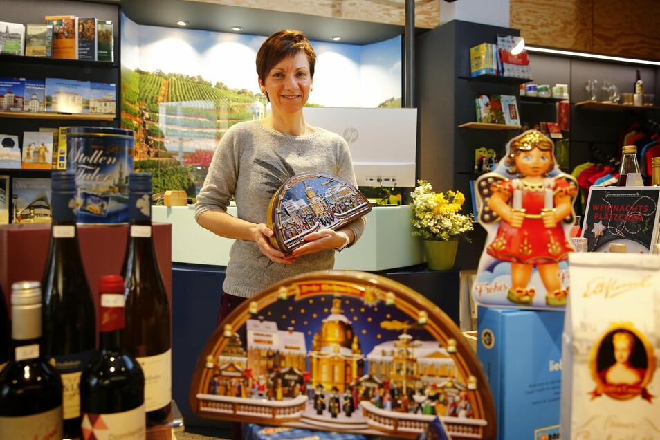 Andrea Roßmann vom SZ-Treffpunkt DDV Lokal in der Bahnhofstraße bietet am Sonnabend bis 18 Uhr typisch Weihnachtliches an.