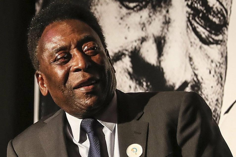 Pelé bei einem seiner wenigen öffentlichen Auftritte zur Einweihung der nach ihm benannten Fußball-Akademie in Resende.
