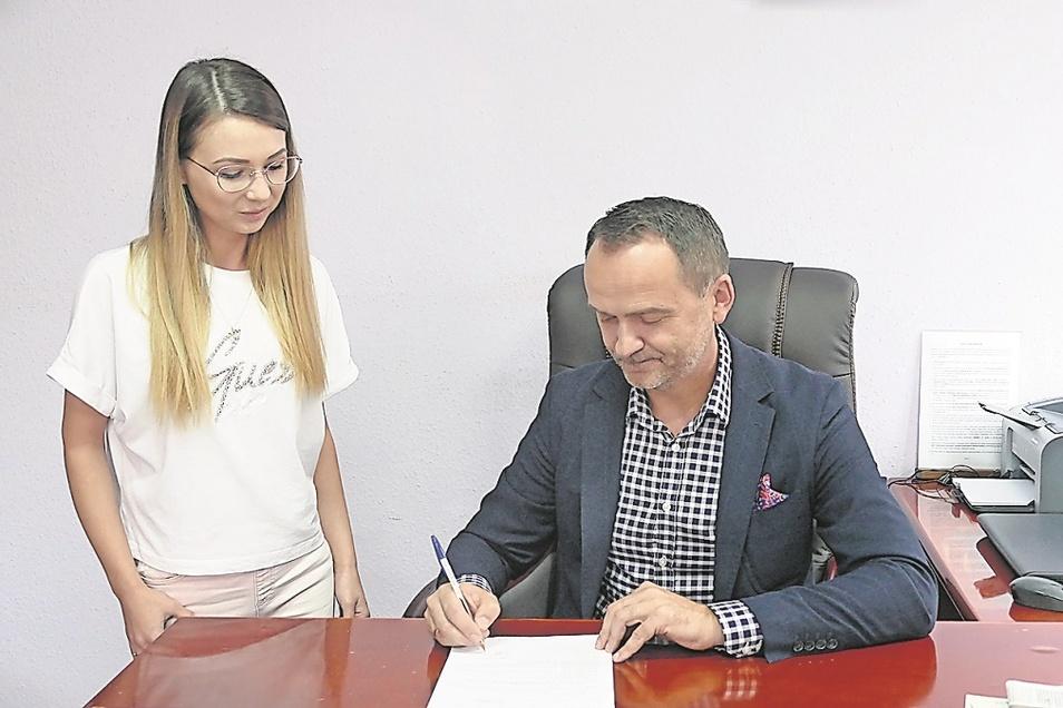 Piotr Kuliniak mit seiner Sekretärin Dagmara Malik.