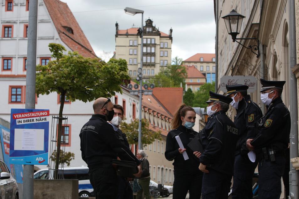 Weit größer als die Zahl der Teilnehmer war die der Polizisten am Freitagvormittag.