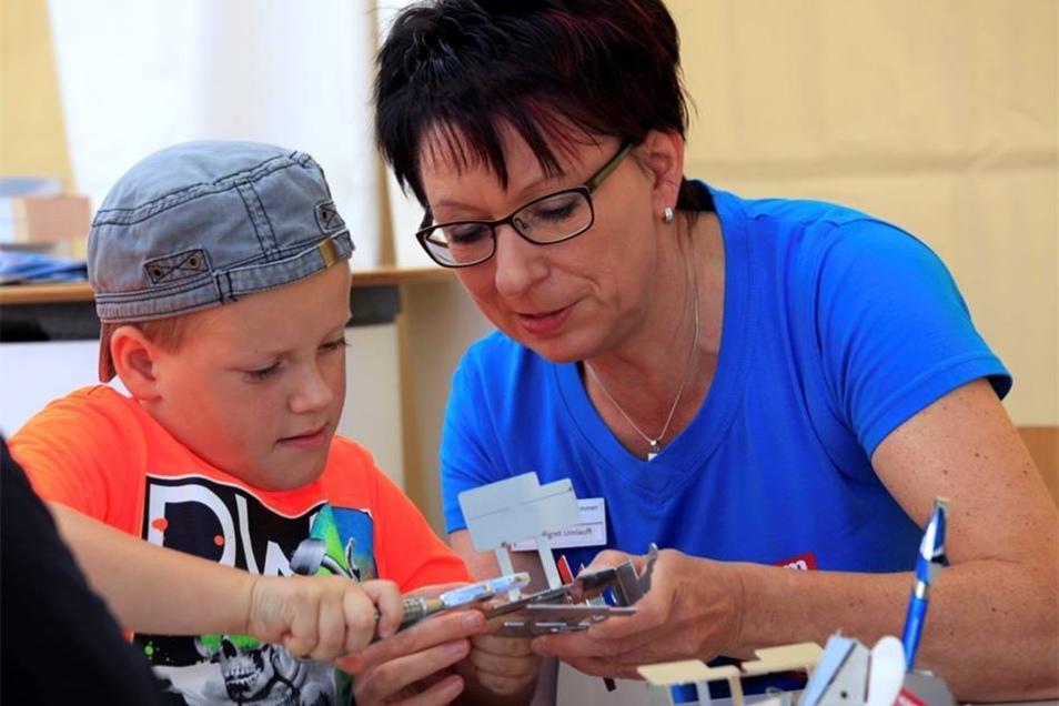 Auch der kleine Jonas, 7 Jahre, aus Zittau gibt sich viel Mühe.