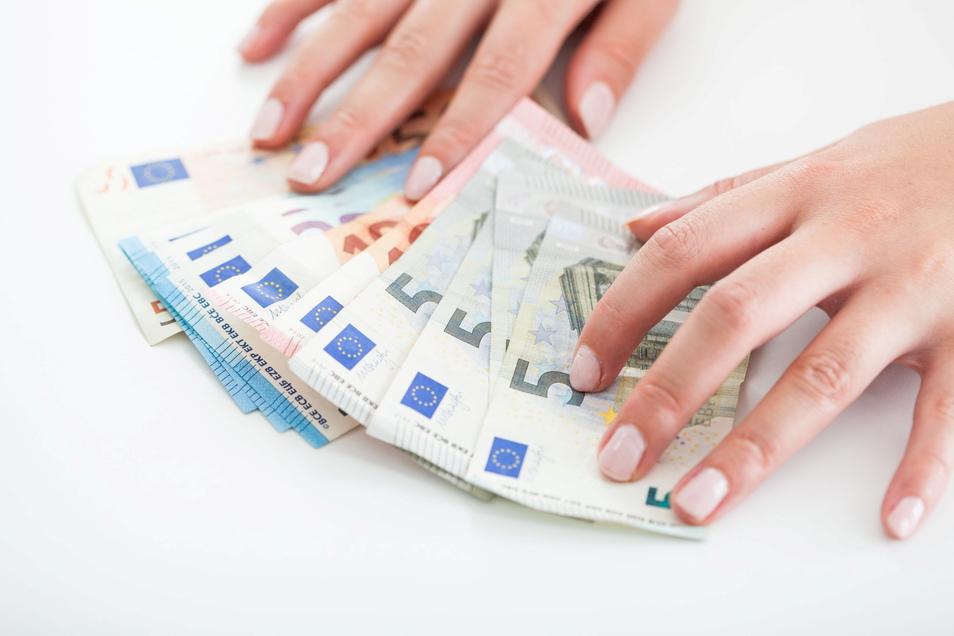 In Meißen verdienten Männer 2019 durchschnittlich 2.635 Euro brutto. Bei Frauen waren es 95 Euro weniger brutto im Monat (2.540 Euro).