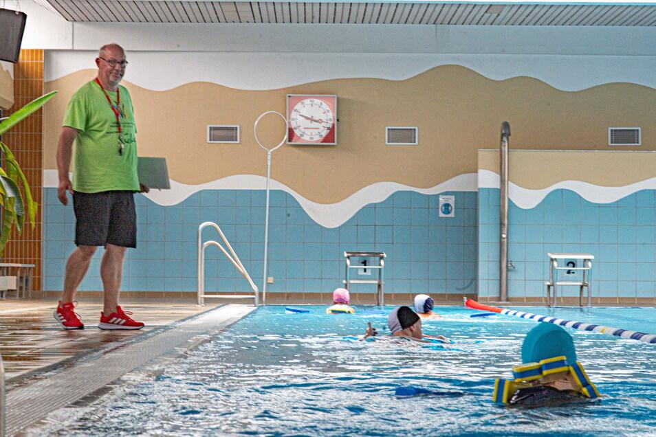 Heiko Zschiesche ist als Leiter des Schulschwimmzentrums Kamenz einer der Verantwortlichen für den Schwimmunterricht im Landkreis Bautzen.