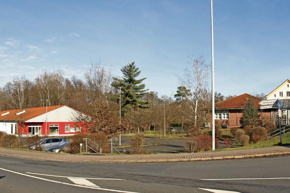 In der Ortsmitte in Krauschwitz steht das alte Netto-Gebäude leer. Es soll neu belebt werden. Dafür muss der B-Plan zum zweiten Mal geändert und ausgelegt werden.