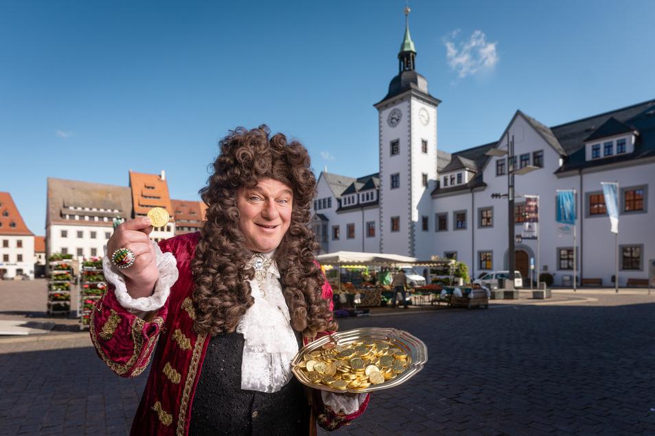 August der Starke (Steffen Urban) zählt auf dem Markt in Freiberg die Silberlinge. Die Bergleute, die Sachsens Reichtum mehrten, wurden mies bezahlt und meuterten deshalb mehrfach gegen ihren Kurfürsten.