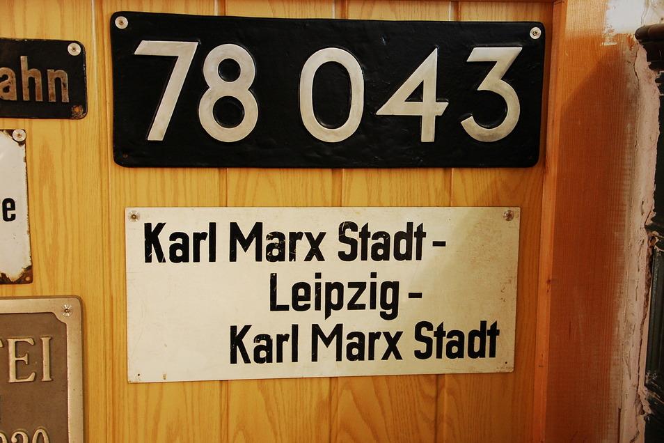 Als Chemnitz noch Karl-Marx-Stadt hieß: Originalschild eines D-Zuges der Deutschen Reichsbahn.