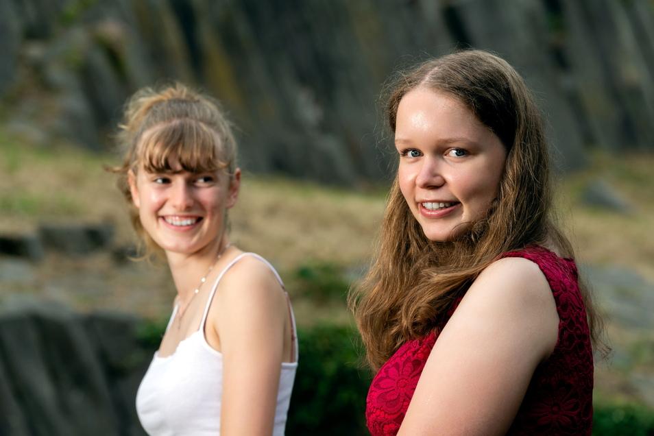 Leonie Weser (links) und die neue Basaltkönigin Sophie Sonntag verbindet ihre Liebe zu ihrer Heimatstadt Stolpen.